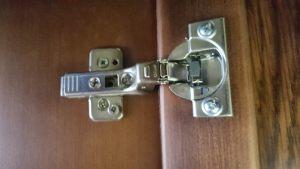 Петля для распашной двери с доводчиком Электросталь